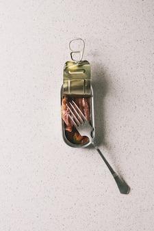 Anchovas em conserva em lata