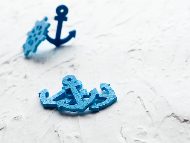 Âncora azul e roda