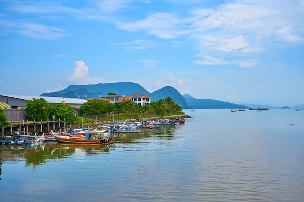 Ancoradouro para pequenos barcos de pesca na ilha.