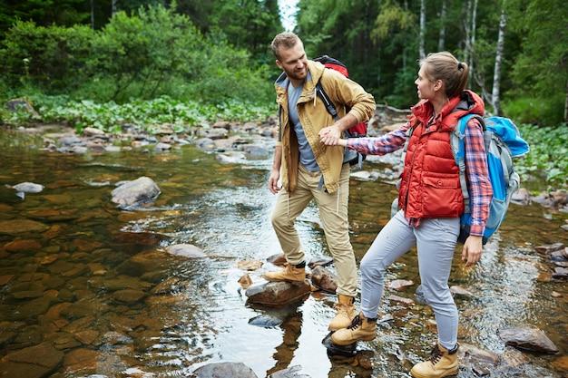 Andando pelo rio