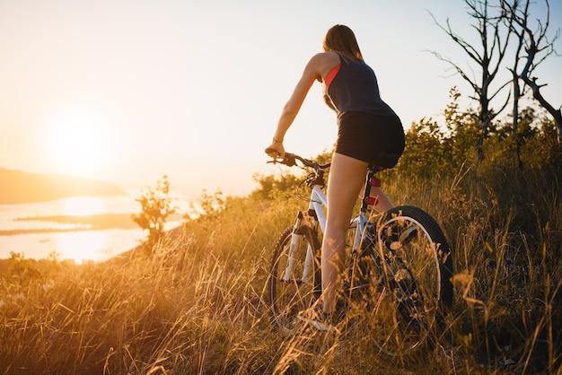 Andar de mountain bike