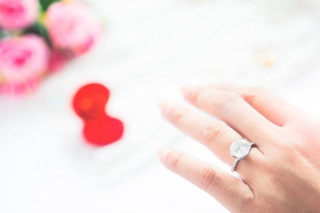 Anéis de brilho brilhantes casal rosa prateado