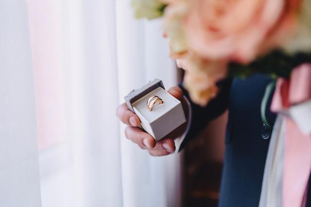 Anéis de casamento, celebrações de casamento e acessórios e decorações