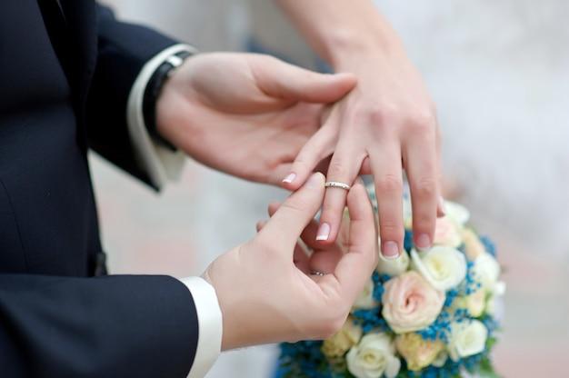 Anéis de casamento close-up