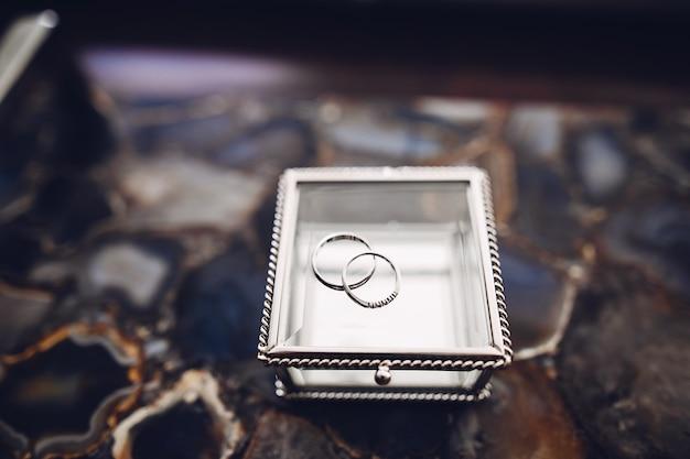 Anéis de casamento elegante