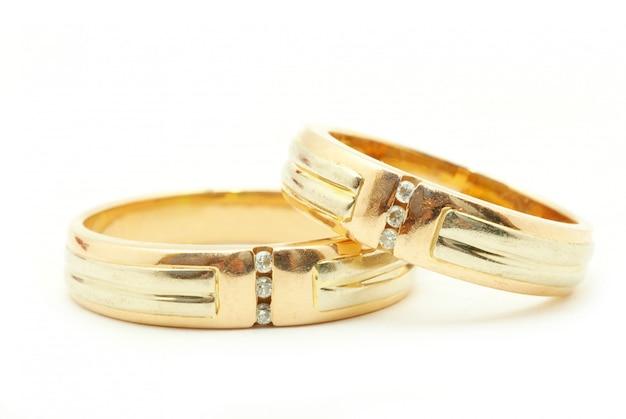 Anéis de casamento isolados