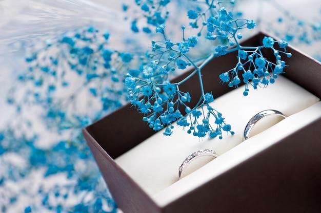 Anéis de casamento para noivado da noiva e do noivo