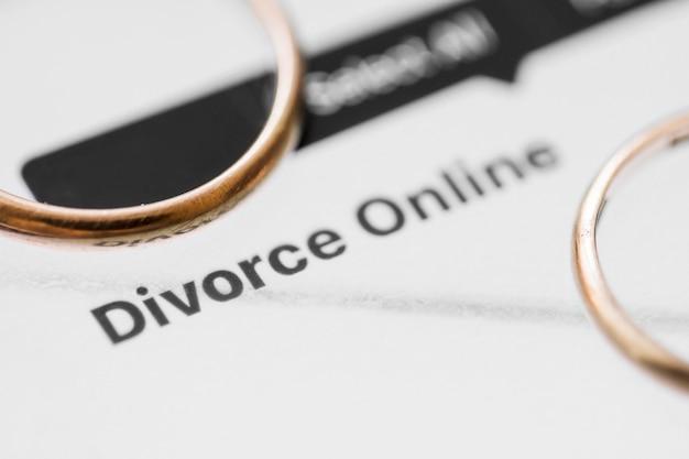 Anéis de ouro divórcio on-line