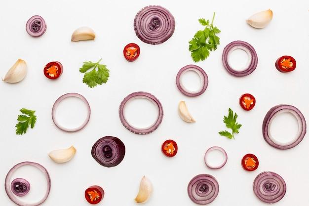 Anéis e especiarias de cebola plana
