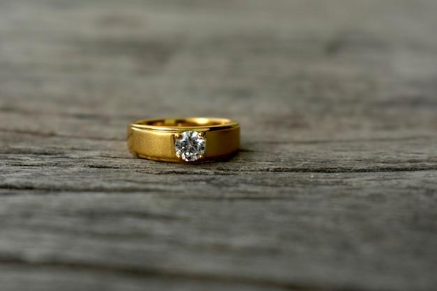 Anel de casamento de diamante