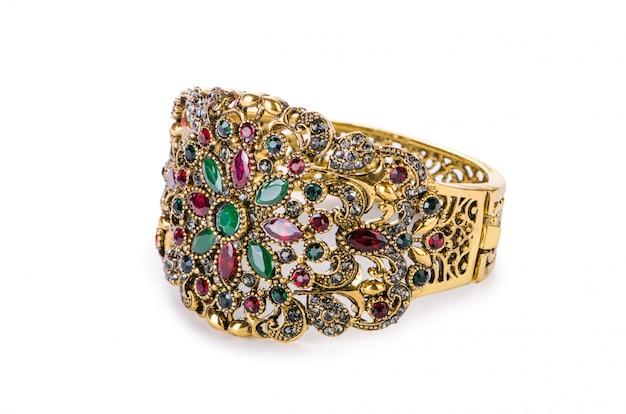 Anel de joias de ouro isolado