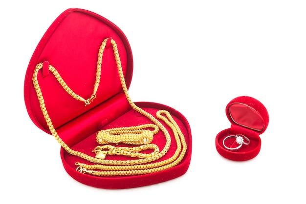 Anel de noivado e jóias de ouro