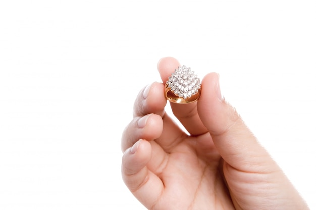 Anel de noivado na mão