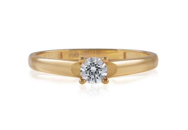 Anel de ouro com uma pedra de diamante brilhante