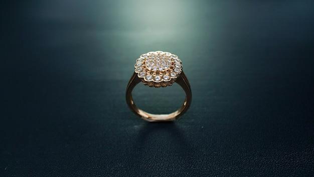 Anel de ouro feminino em forma de girassol