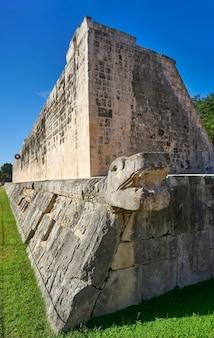 Anel de pedra de chichen itza tribunal de jogo de bola de maia