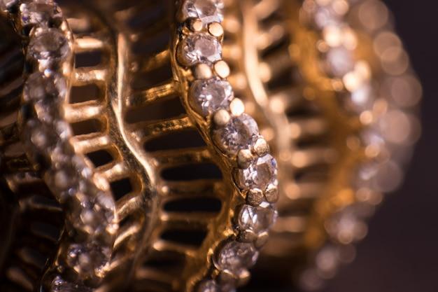 Anel dourado de foto macro