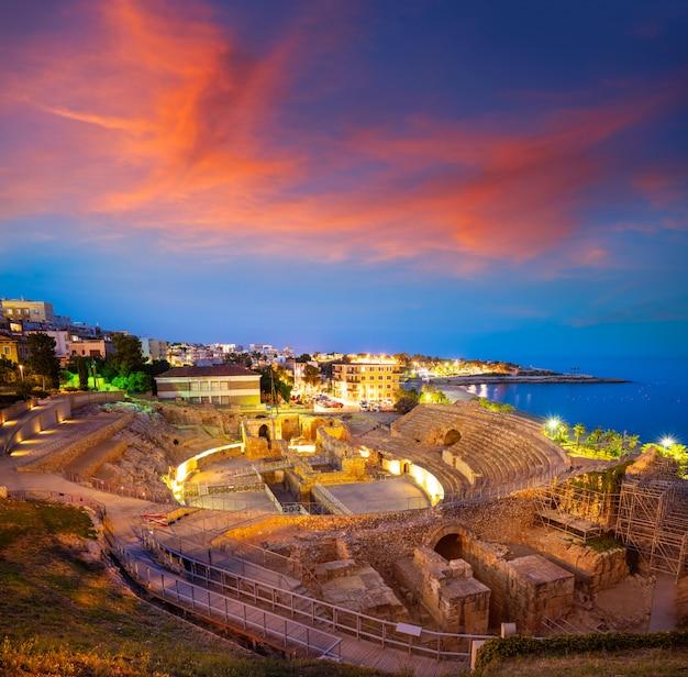 Anfiteatro de tarragona ao pôr do sol na catalunha