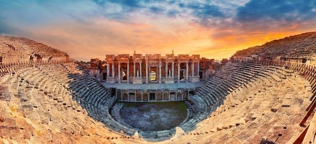 Anfiteatro na antiga cidade de hierápolis