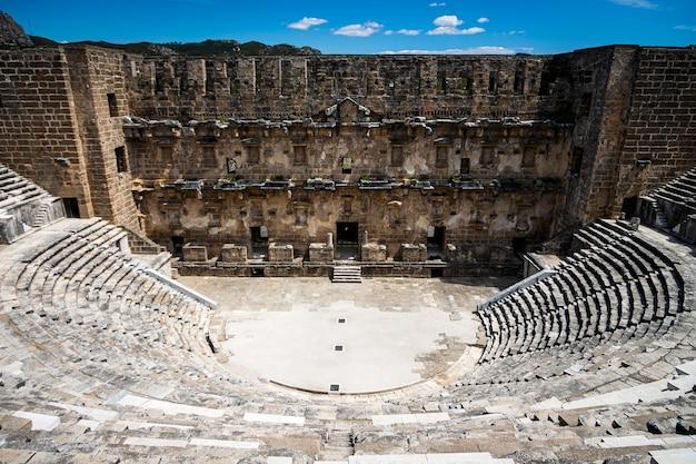 Anfiteatro romano da antiga cidade de aspendos, perto de antalya, turquia.