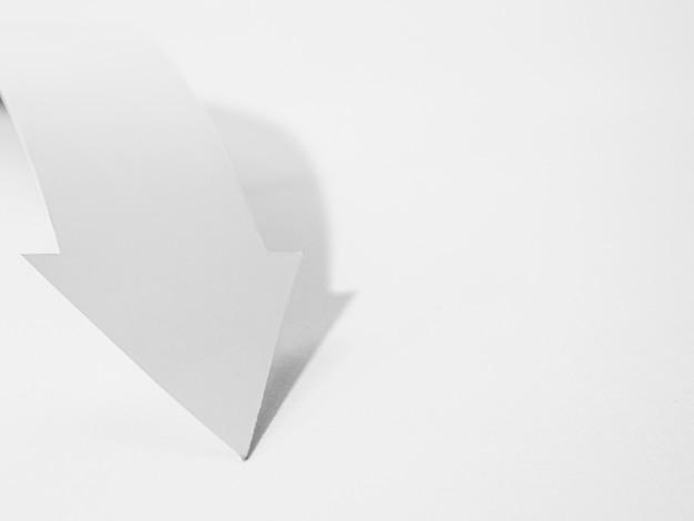 Ângulo alto da seta do livro branco
