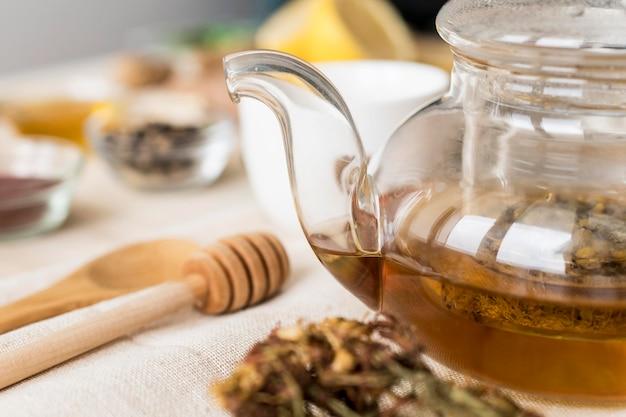 Ângulo alto de chá de ervas medicinais