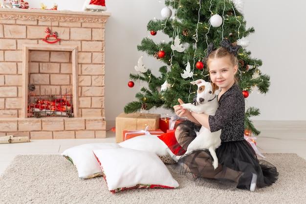 Animais de estimação, feriados e conceito de natal