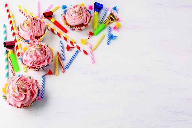 Aniversário com cupcakes rosa