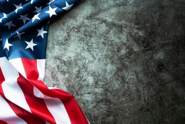 Aniversário do dia de martin luther king - bandeira americana em fundo abstrato