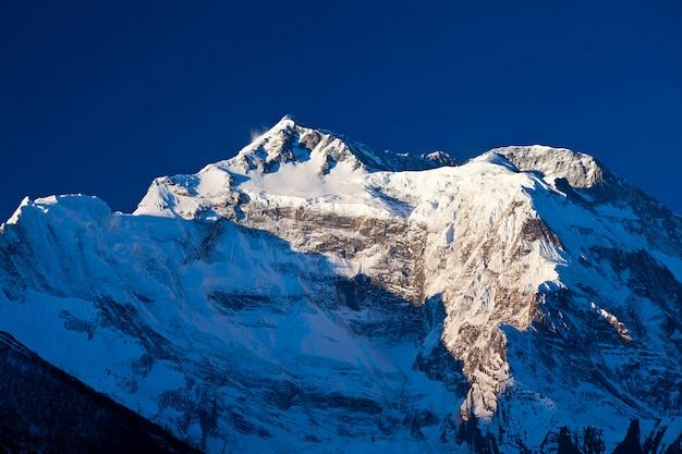 Annapurna em luz do amanhecer