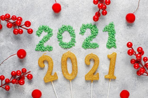 Ano de 2021 feito de velas. conceito de celebração do ano novo.
