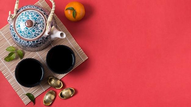 Ano novo chinês com bule de chá