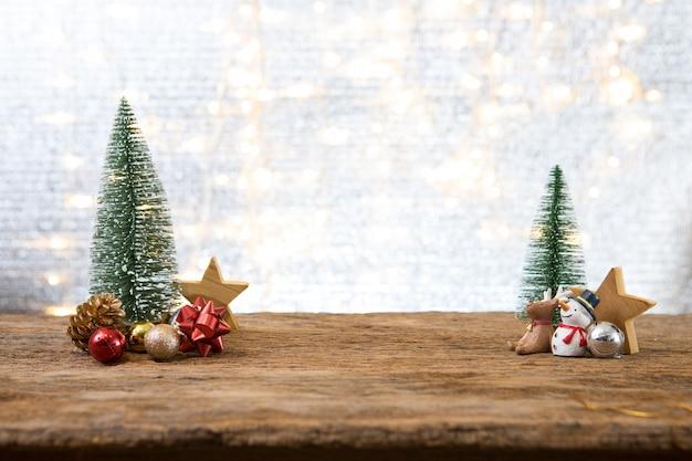 Ano novo de natal com fundo de pinheiro presente presente