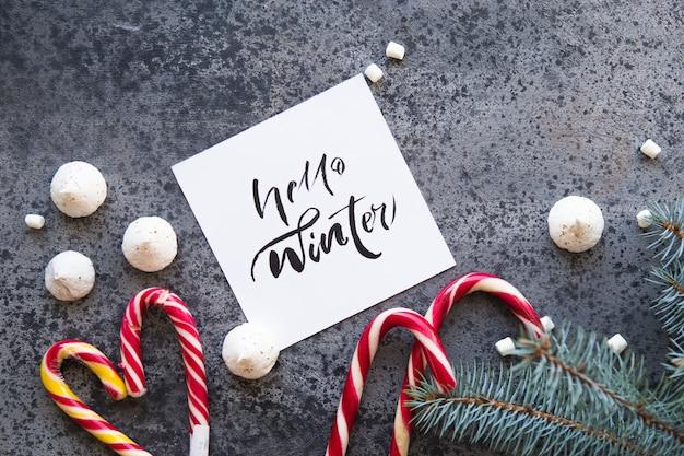 Ano novo e fundo de natal com a palavra inverno olá