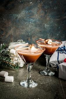 Ano novo e idéia de bebidas de natal, smasted smores martini
