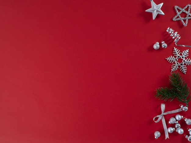 Ano novo festivo na superfície vermelha