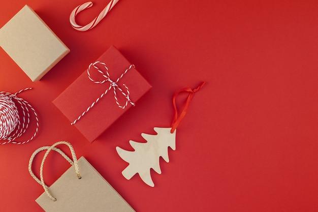 Ano novo ou natal apresenta fundo vermelho