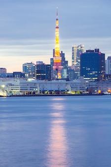 Anoitecer da torre de tóquio