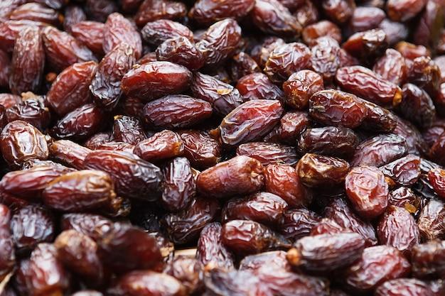 Antecedentes de frutas secas de tâmaras, no mercado ao ar livre