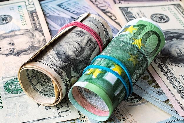 Antecedentes do dinheiro. euro e dólar.
