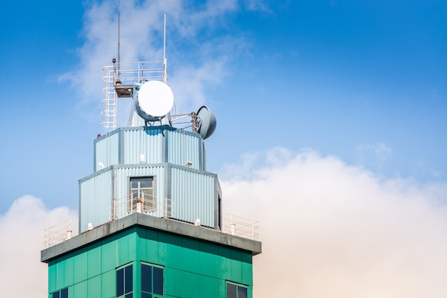 Antena montada na torre
