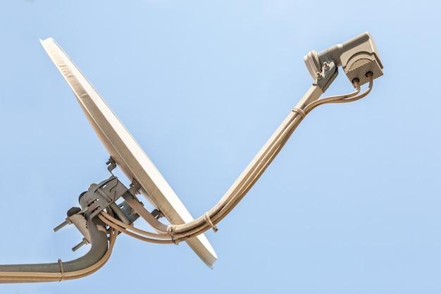Antena parabólica branca