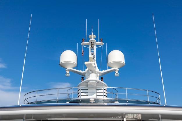 Antenas de comunicação com equipamento de navegação