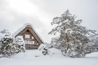 Antiga aldeia em Shirakawago no Japão