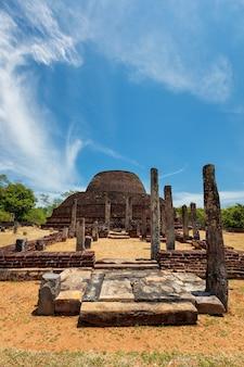 Antiga budista dagoba stupa pabula vihara sri lanka