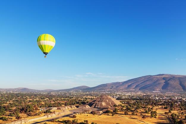 Antiga cidade cultural histórica de teotihuacan, antigas ruínas famosas da civilização asteca, méxico, américa do norte