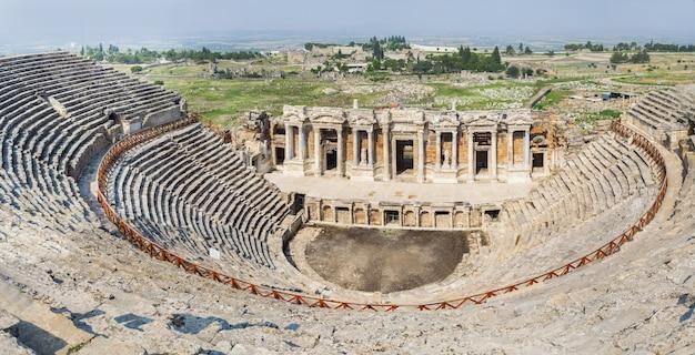 Antiga cidade de hierápolis, na turquia. lugar histórico famoso