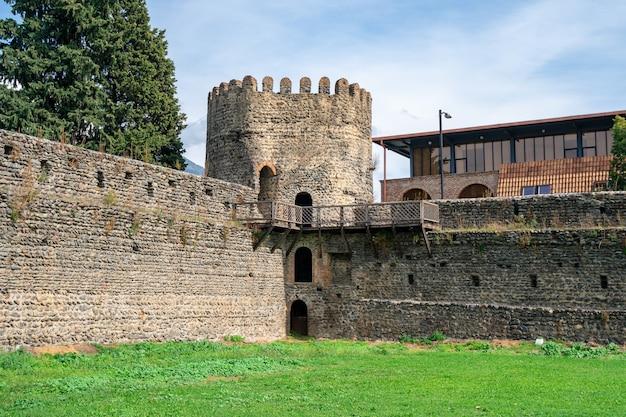 Antiga cidadela de fortaleza georgiana medieval em kvareli, kakheti - região da geórgia.