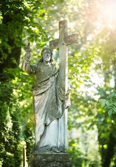 Antiga estátua do sofrimento de jesus cristo