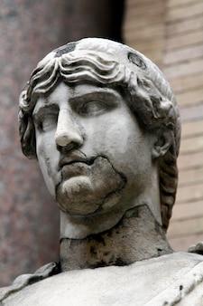 Antiga estátua romana